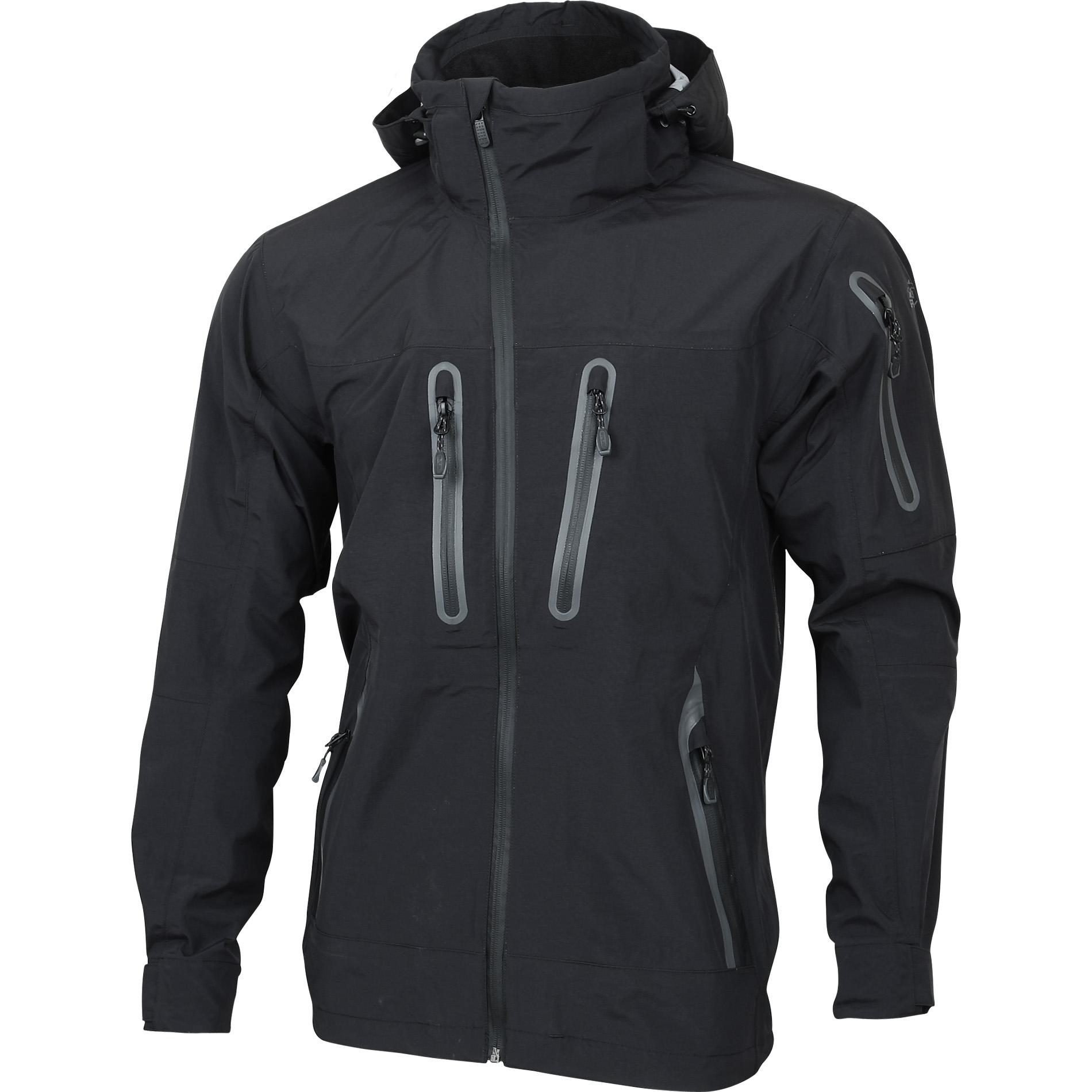 Черная красивая куртка на основе мембраны