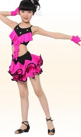 Черно-розовая одежда