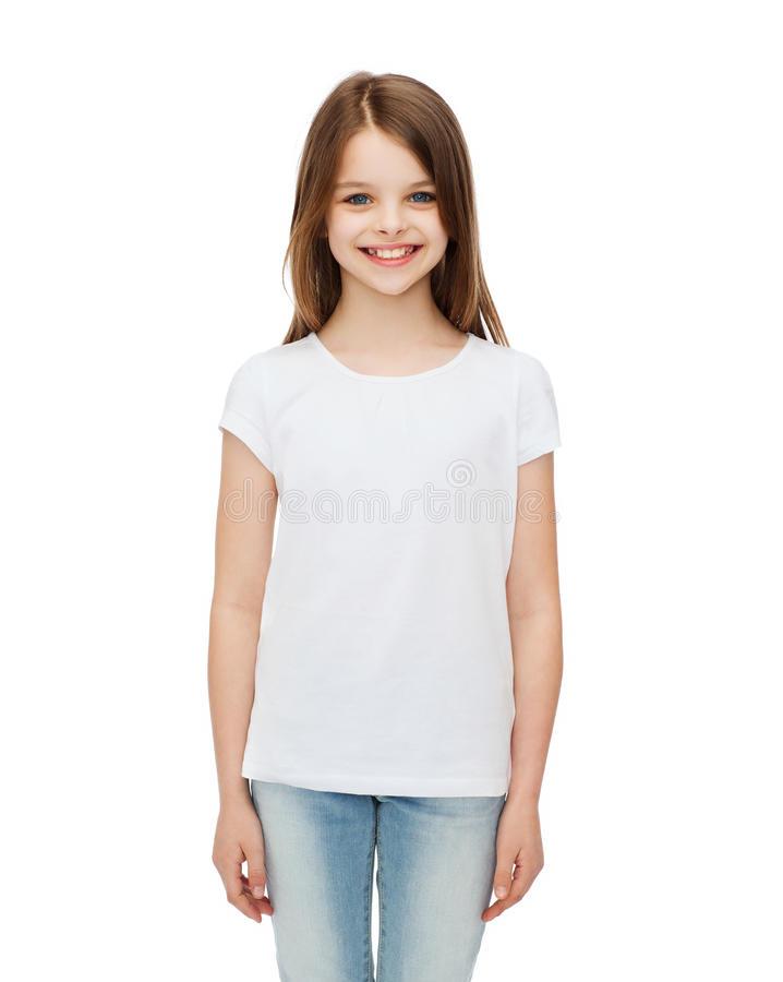 Чисто белая футболка для ребенка