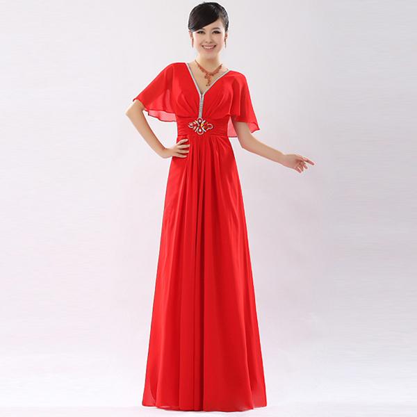 Длинное платье красного тона