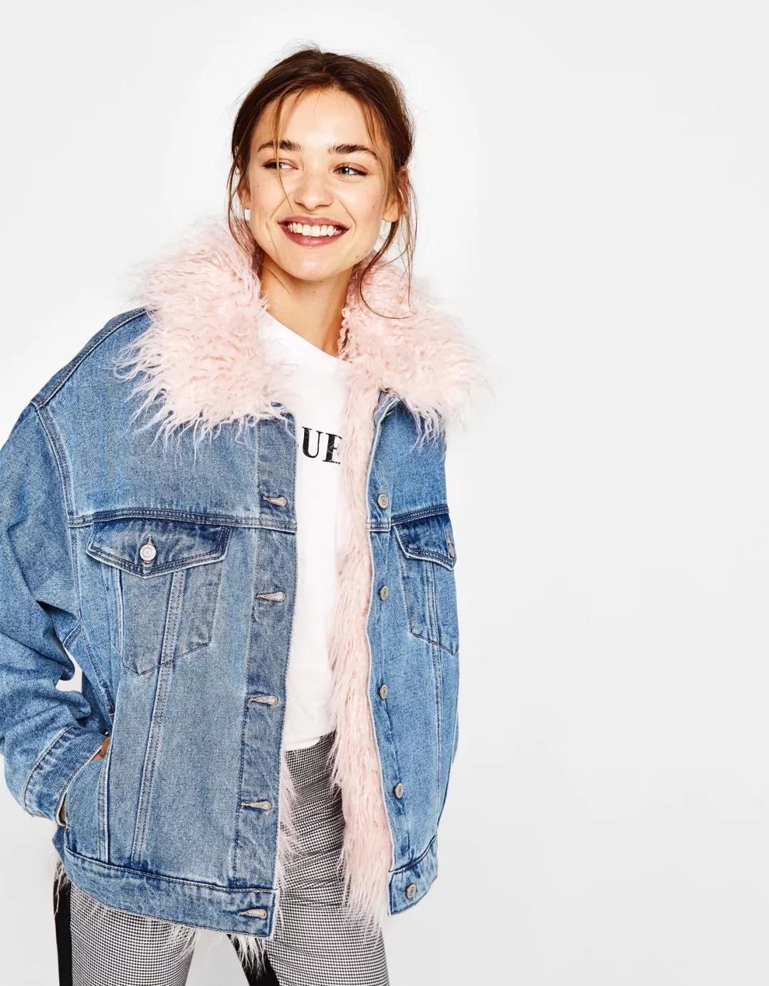 Джинсовая куртка с розовым мехом
