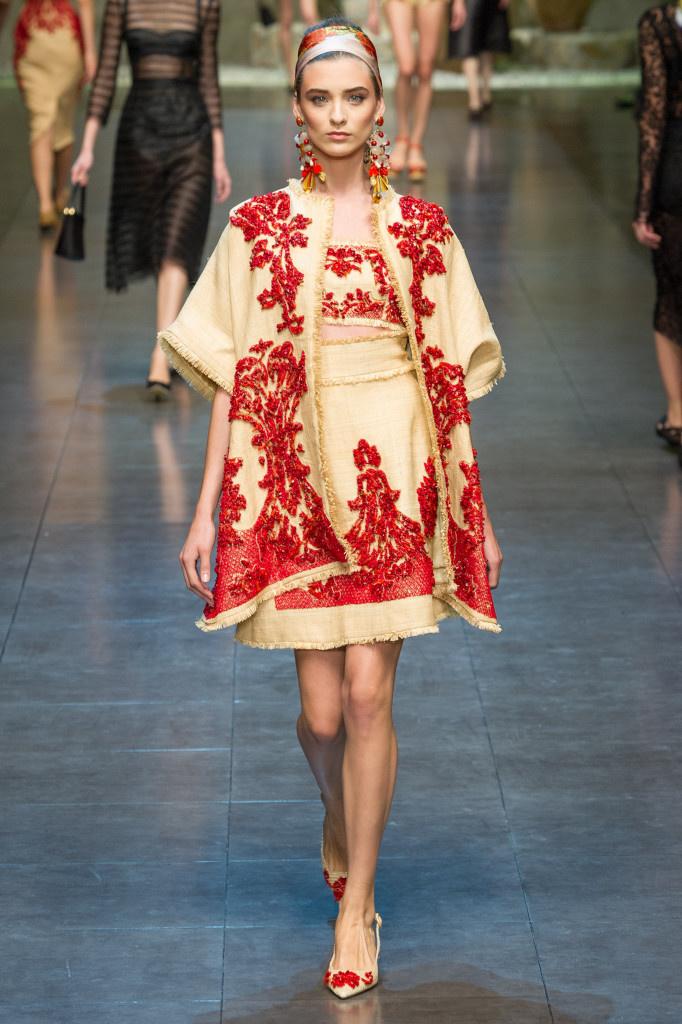 Элементы русской национальной одежда в современном оформлении