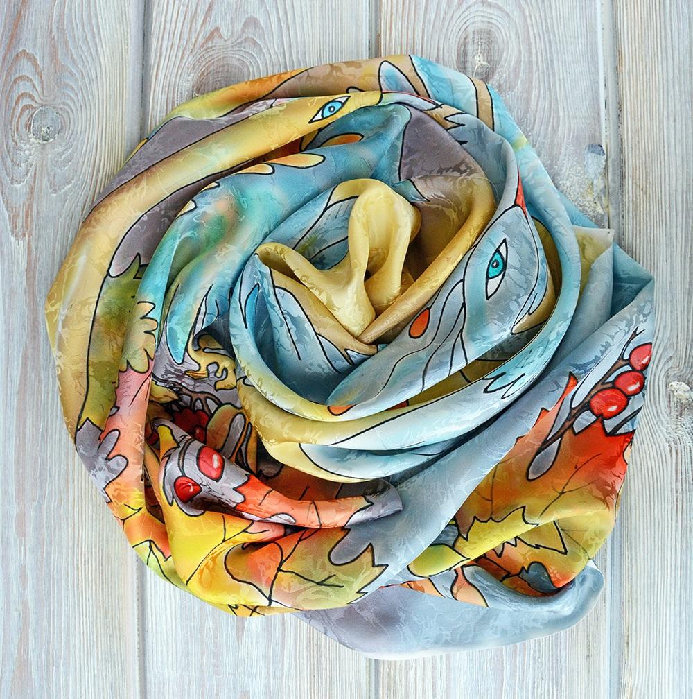 Красивый шарф ярких тонов