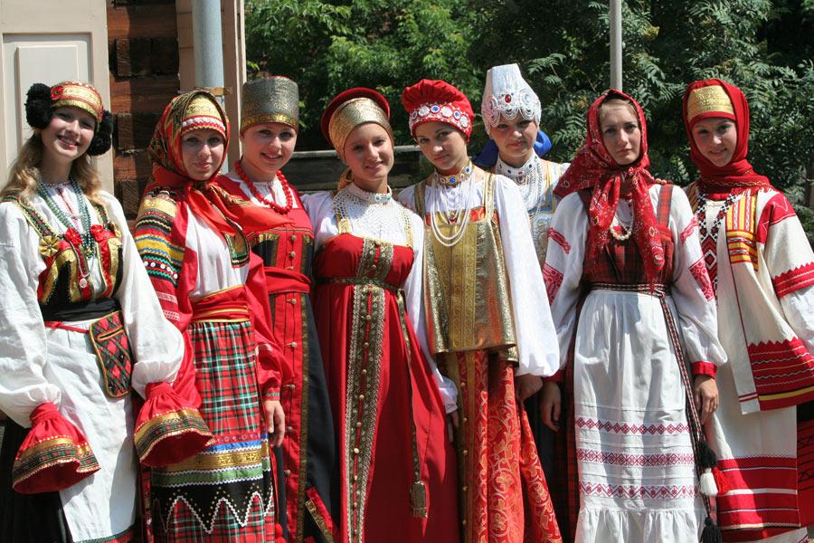 Красно-белый русские народные костюмы