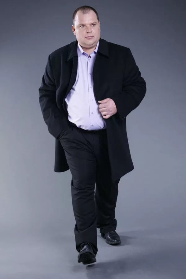 Куртка и черные штаны