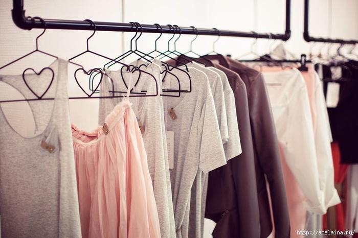 Одежда на плечиках