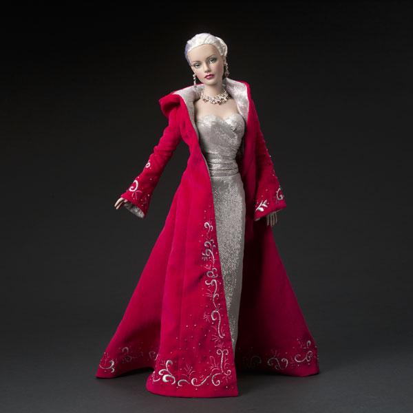 Пальто красного цвета игрушечное