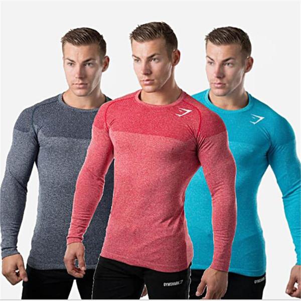 Разноцветные футболки для спорта