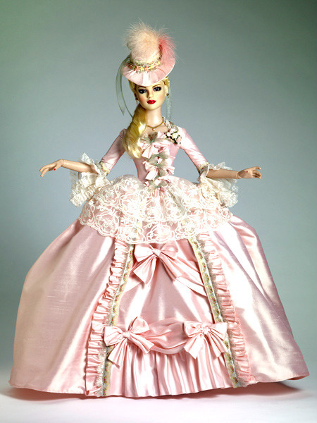 Шикарное платье для куклы