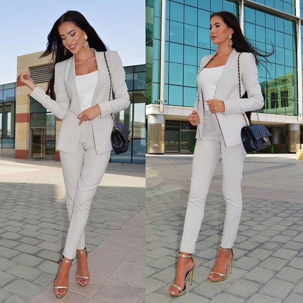 Серый костюм для женщины