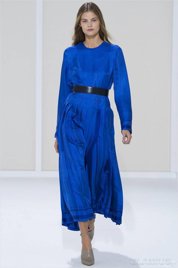 Синее платье с плиссированной юбкой
