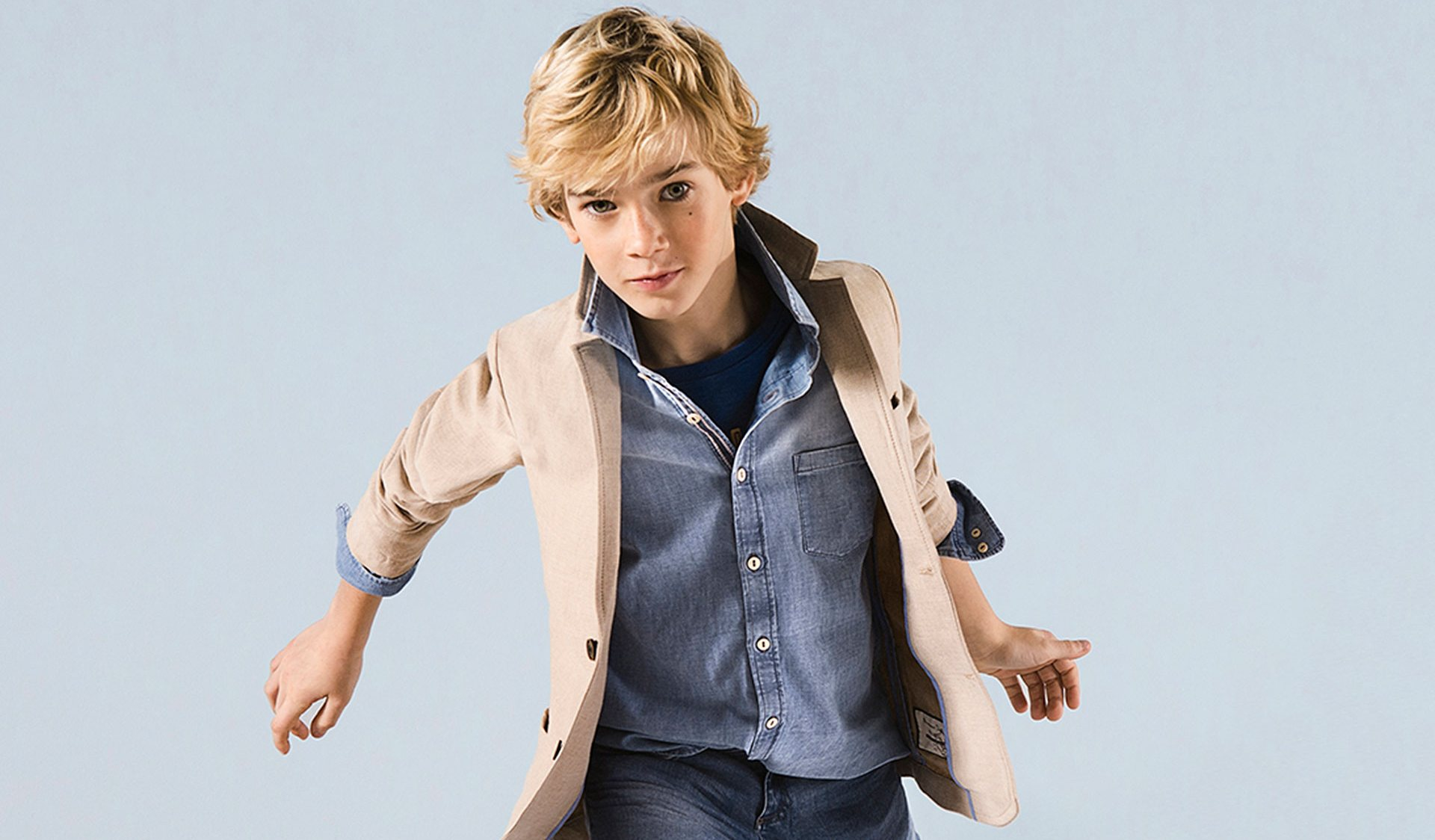 Современная одежда для мальчиков учитывает тенденции мужской моды
