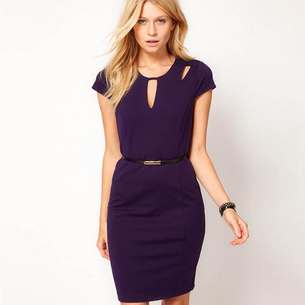 Строгое платье фиолетового цвета