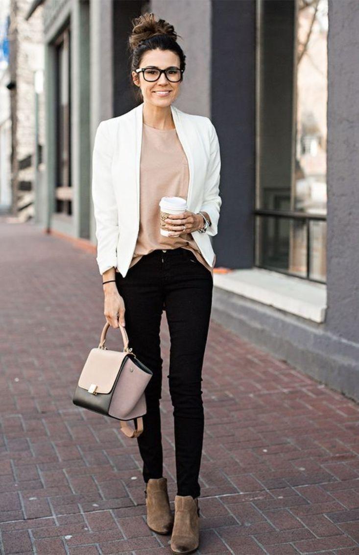 В повседневной жизни smart casual позволяет носить джинсы любого цвета