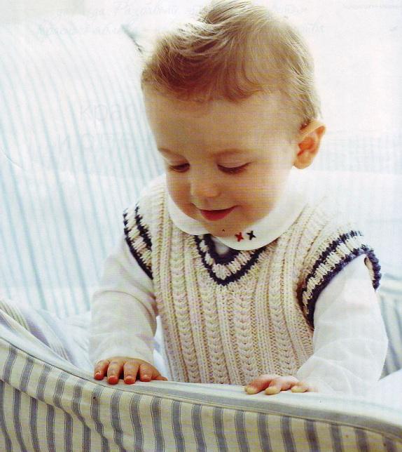 Вязаный жилет для маленького ребенка