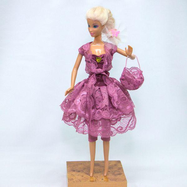 Выбор одежды для куклы