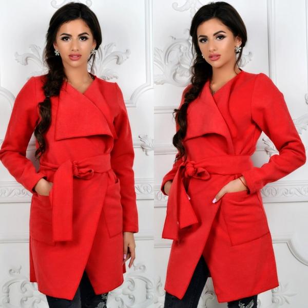 Выбор цвета верхней одежды для женщины