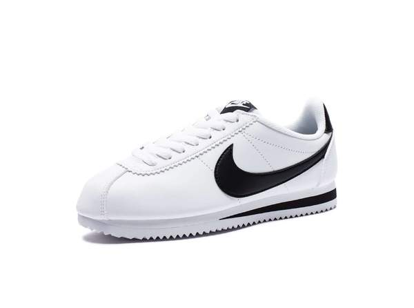 Спортивная обувь бренда Nike