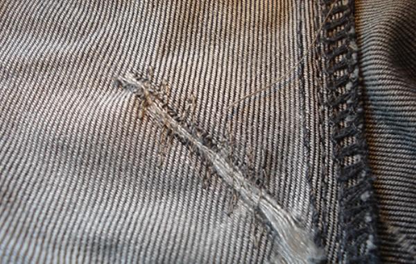 Заштопать джинсовые брюки