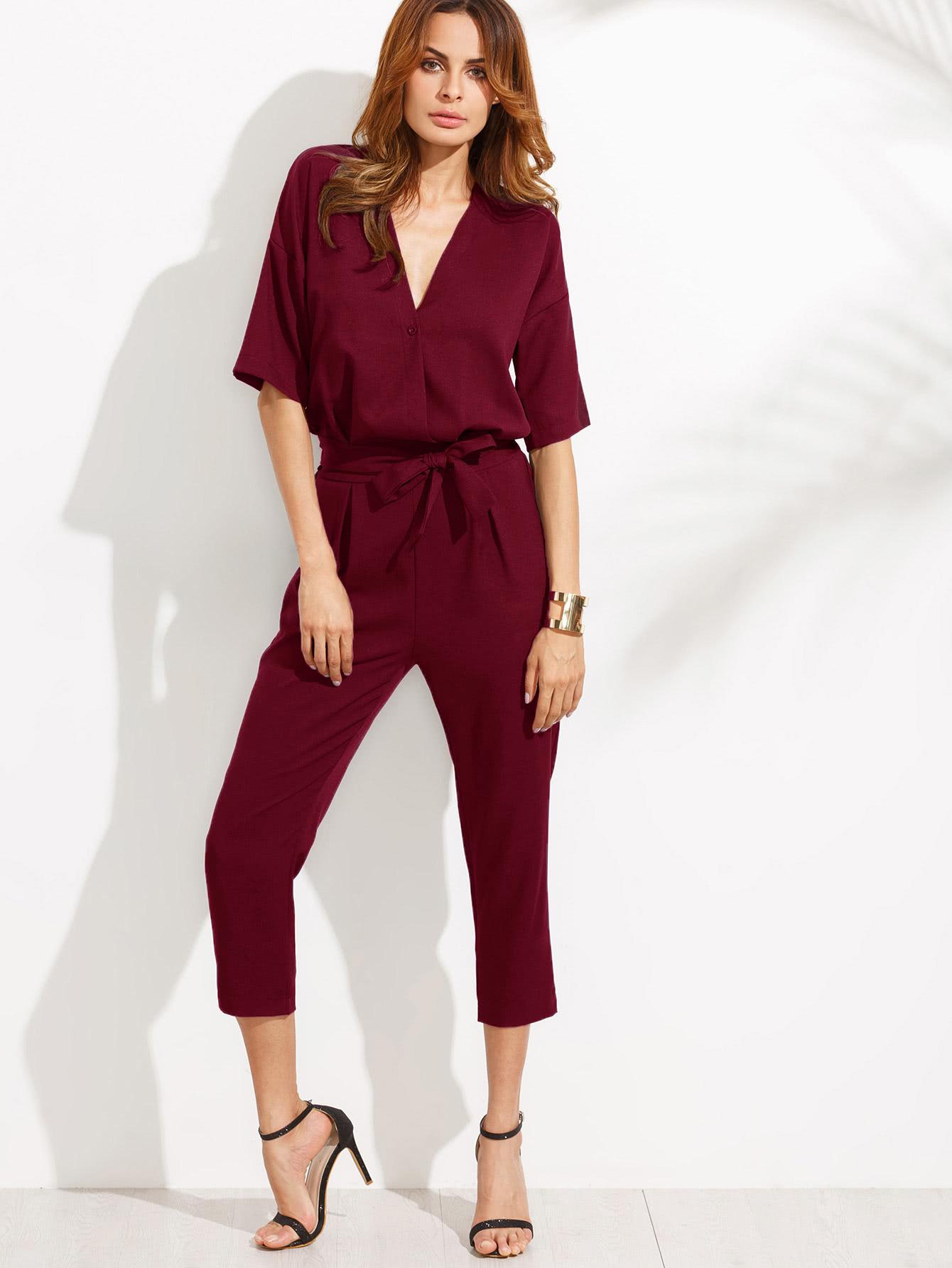 Бордовый модный комбинезон с поясом