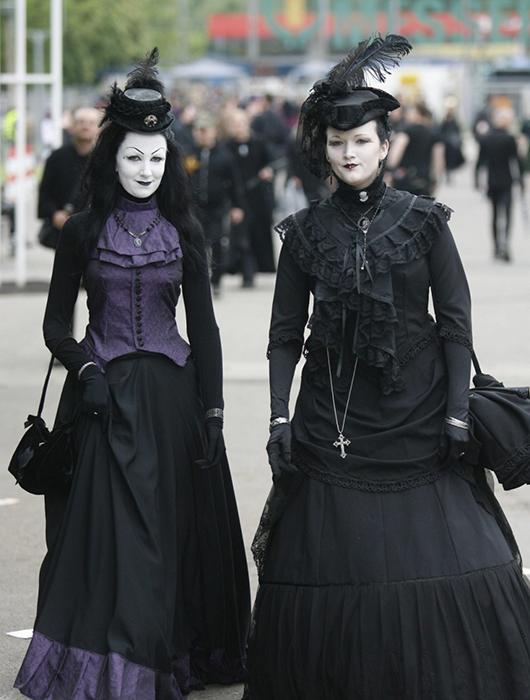 Готический стиль одежды - мрачный тренд современной молодежи