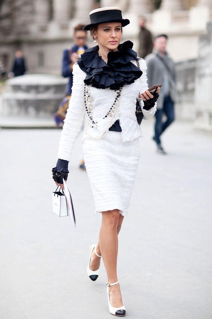 Классическими цветами Шанель считают черный и белый