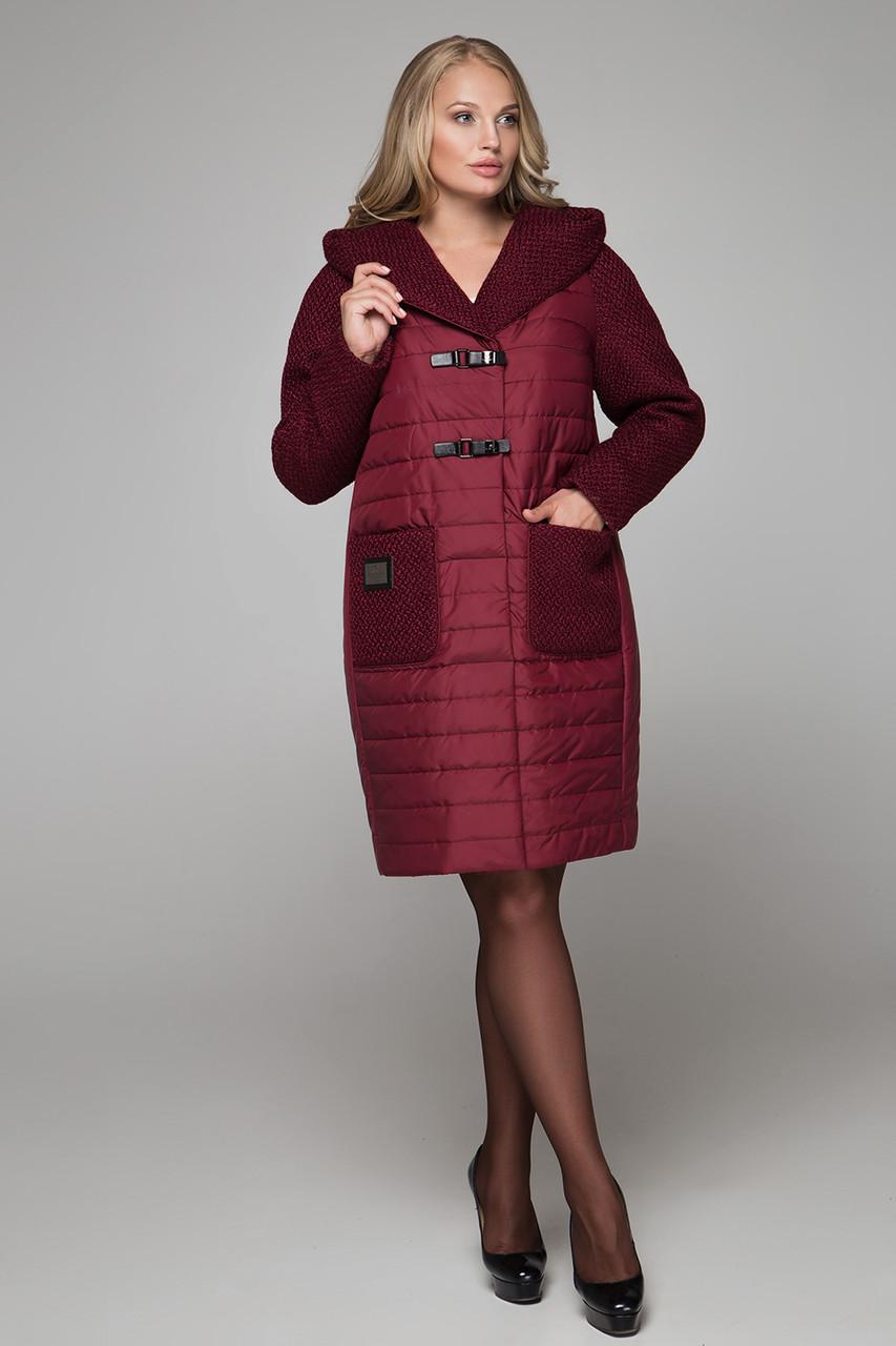 Модное женское утеплённое пальто бордового цвета