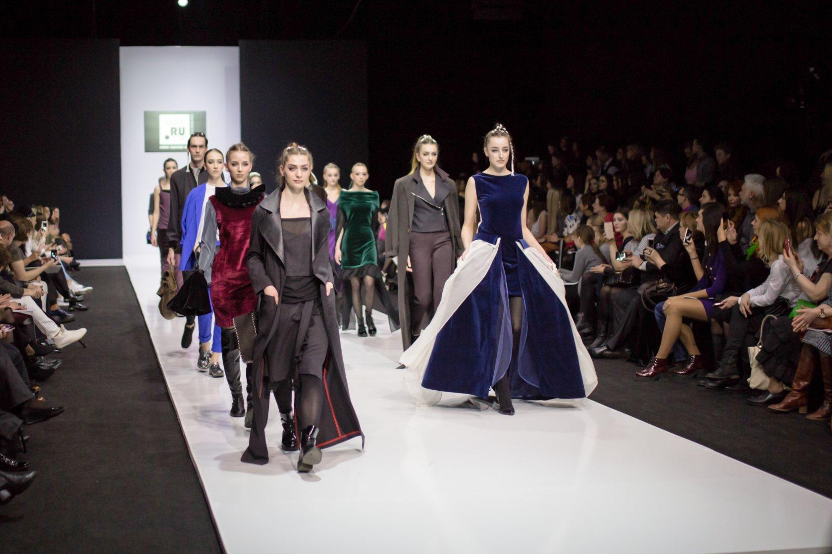 Модные показы коллекций дизайнера