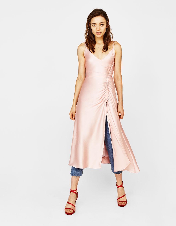 Нежно-розовое платье Bershka