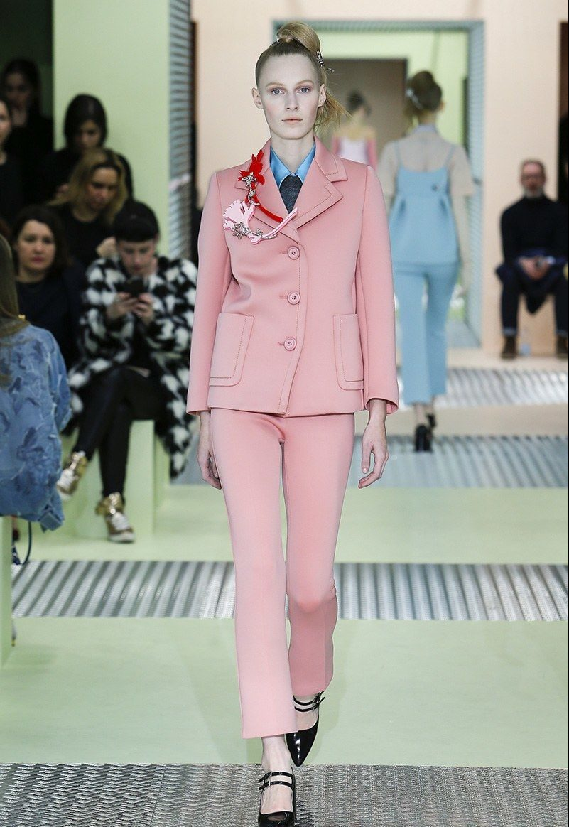Нежно-розовый костюм