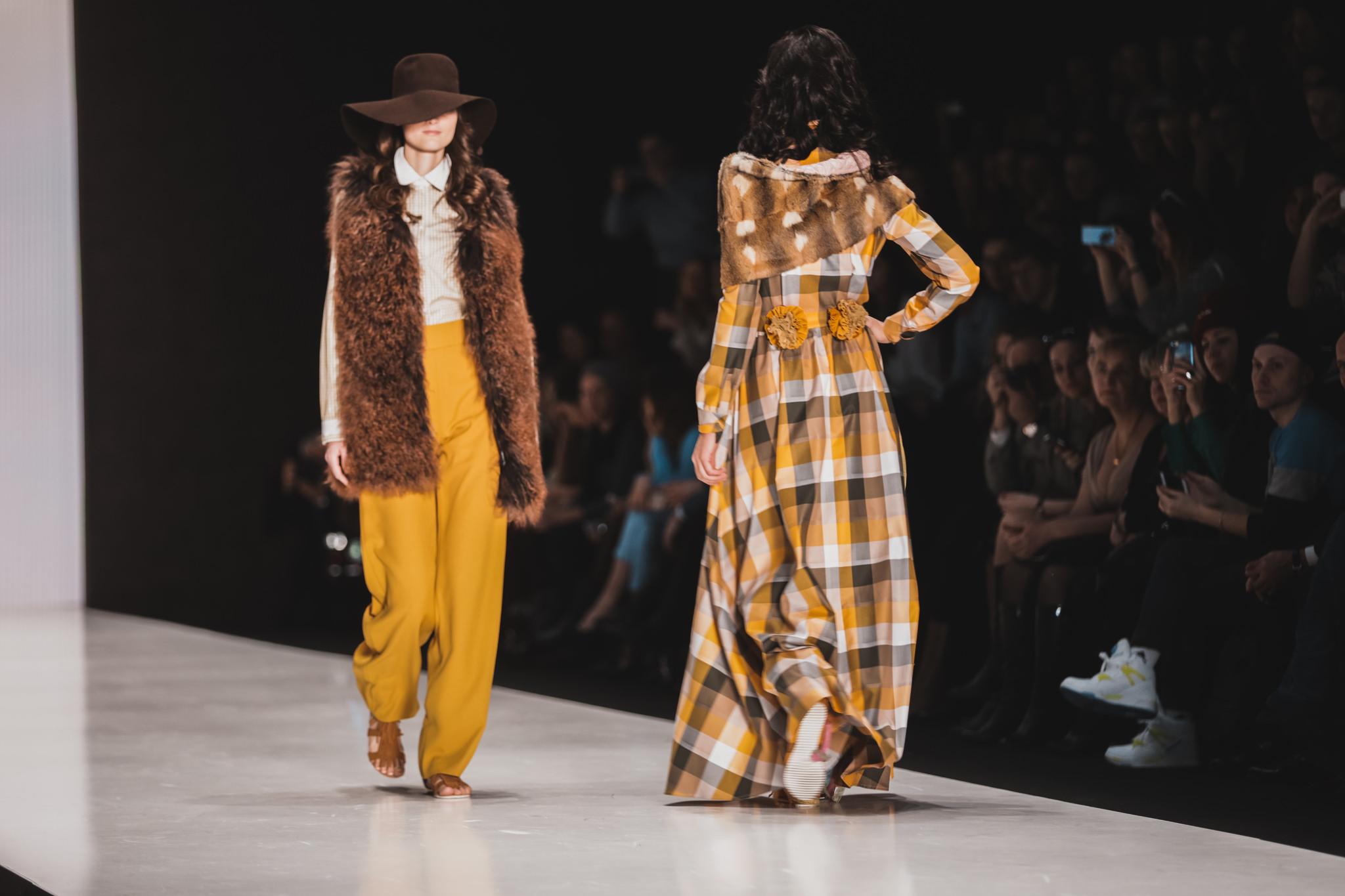 Показ дизайнерской одежды