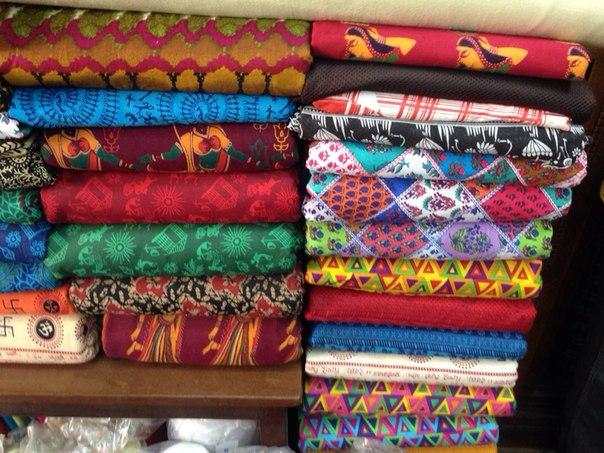 Разнообразие расцветок для индийской одежды