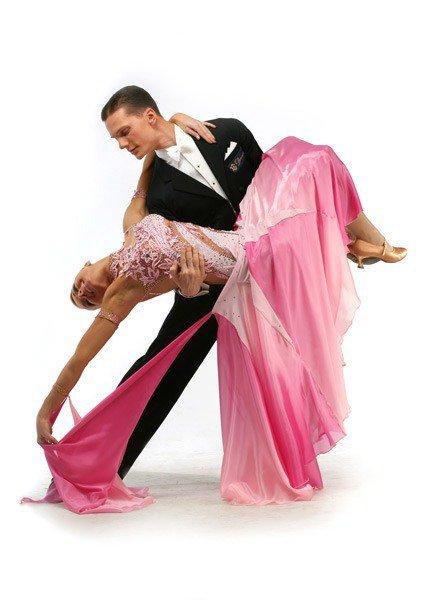 В программе обучения спортивные бальные танцы