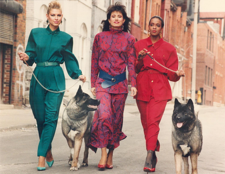 Женщины в стильных нарядах
