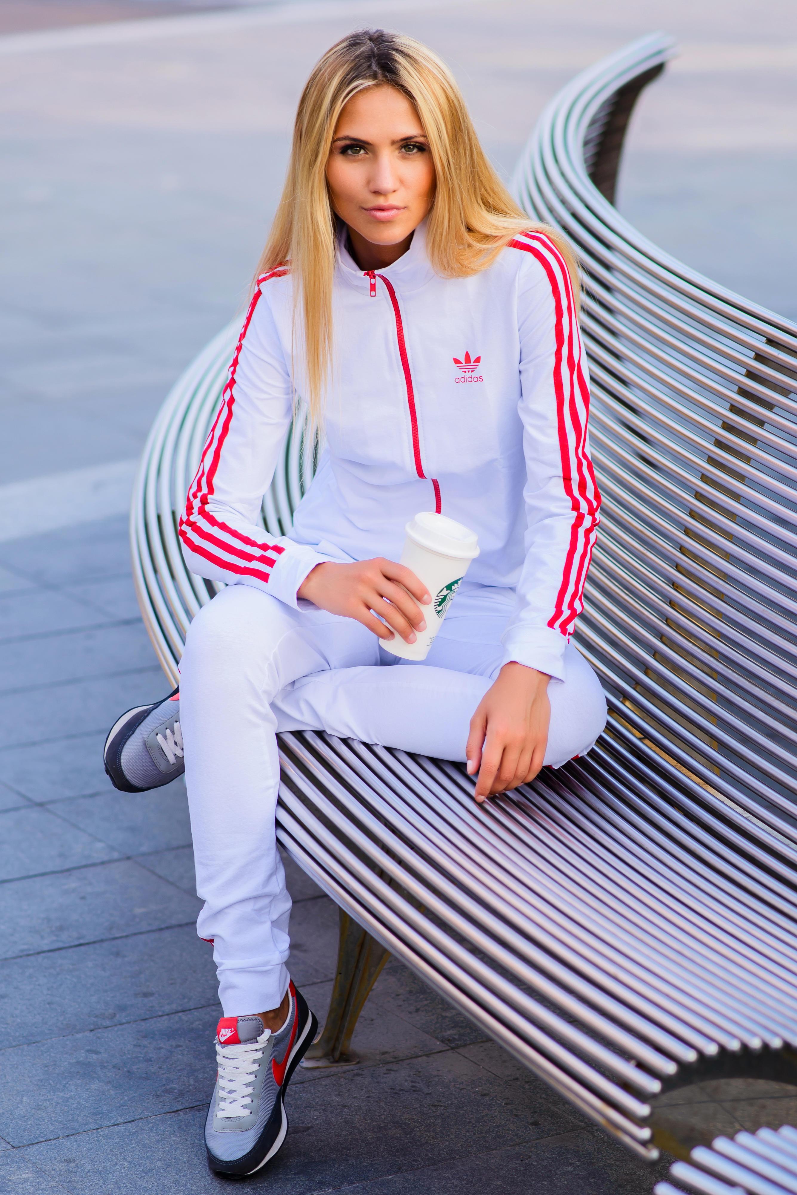 Женские белые спортивные костюмы