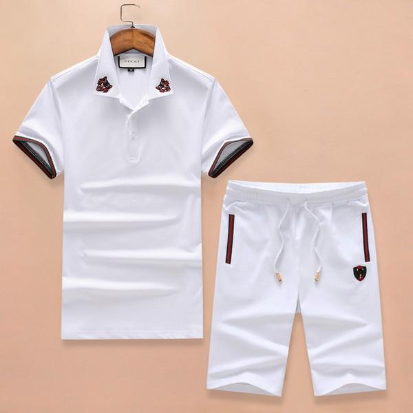 Белая спортивная одежда