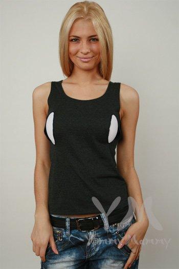 Черная удобная футболка для кормления грудью