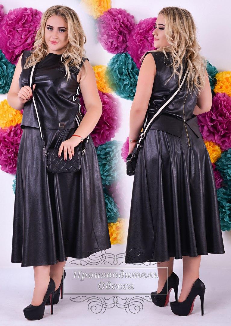 Черное кожаное платье в оригинальном оформлении