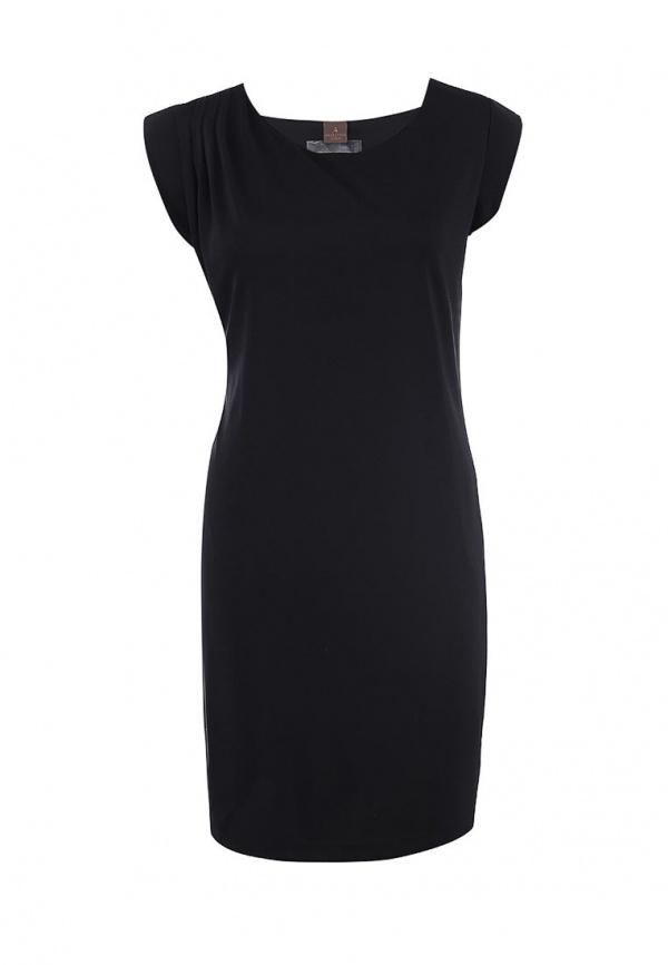 Черное платье подходит в любом возрасте