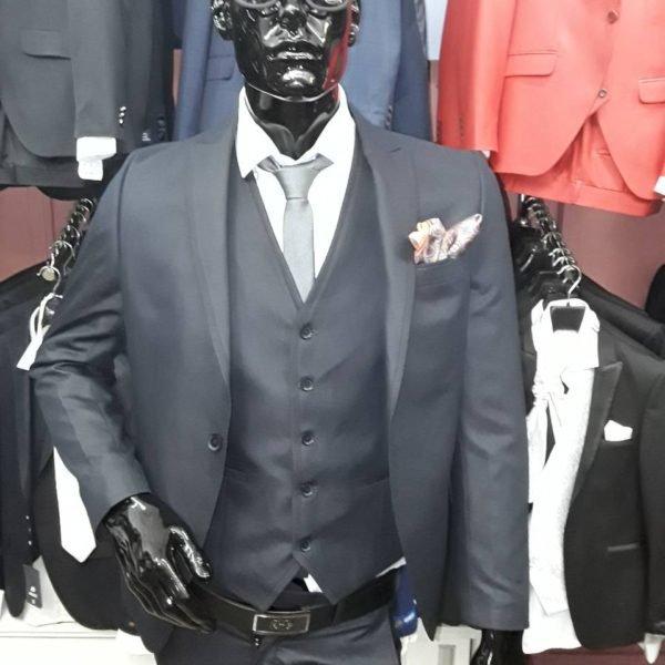 Деловые серые костюмы