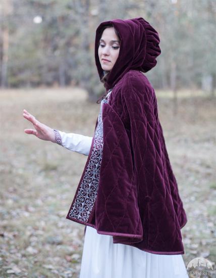 Фиолетовый оттенок одежды