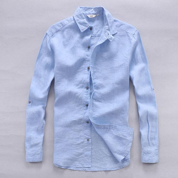Голубой цвет одежды для мужчины