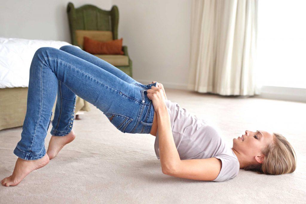 Как растянуть новые джинсы в домашних условиях