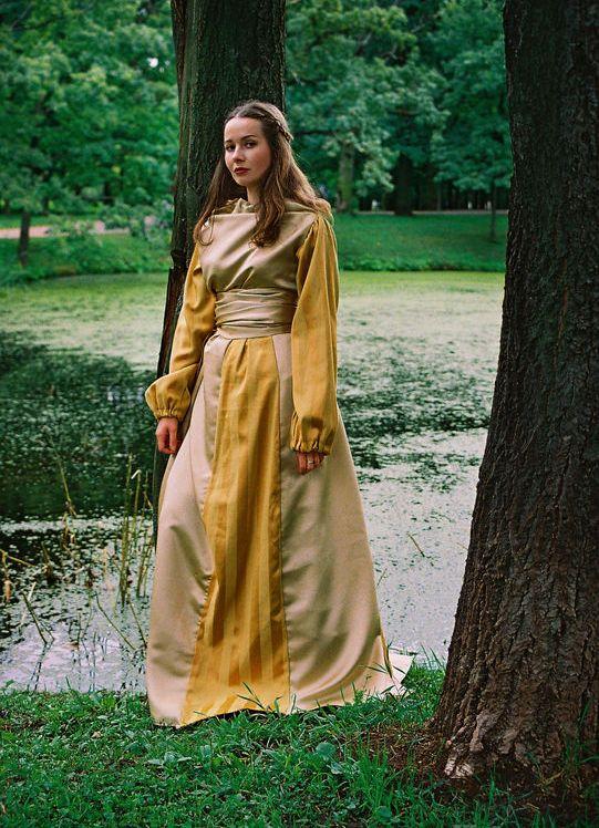 Красивый средневековый образ женщины
