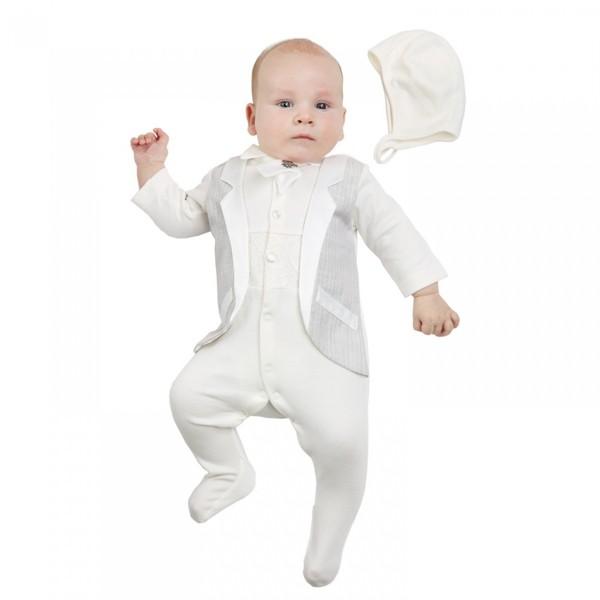 Малыш в белой одежде
