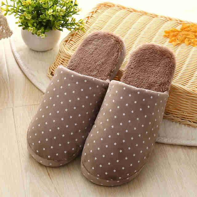 Мягкое покрытие современной домашней обуви