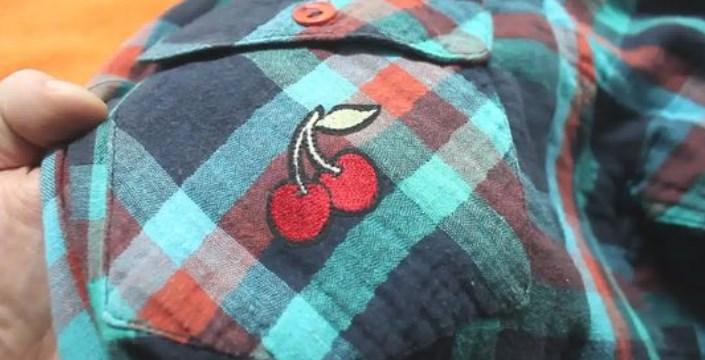 Наклейка вишня на рубашке