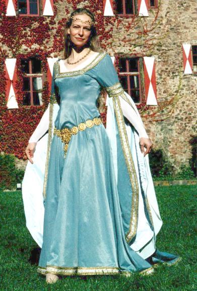 Роскошь средневековой моды
