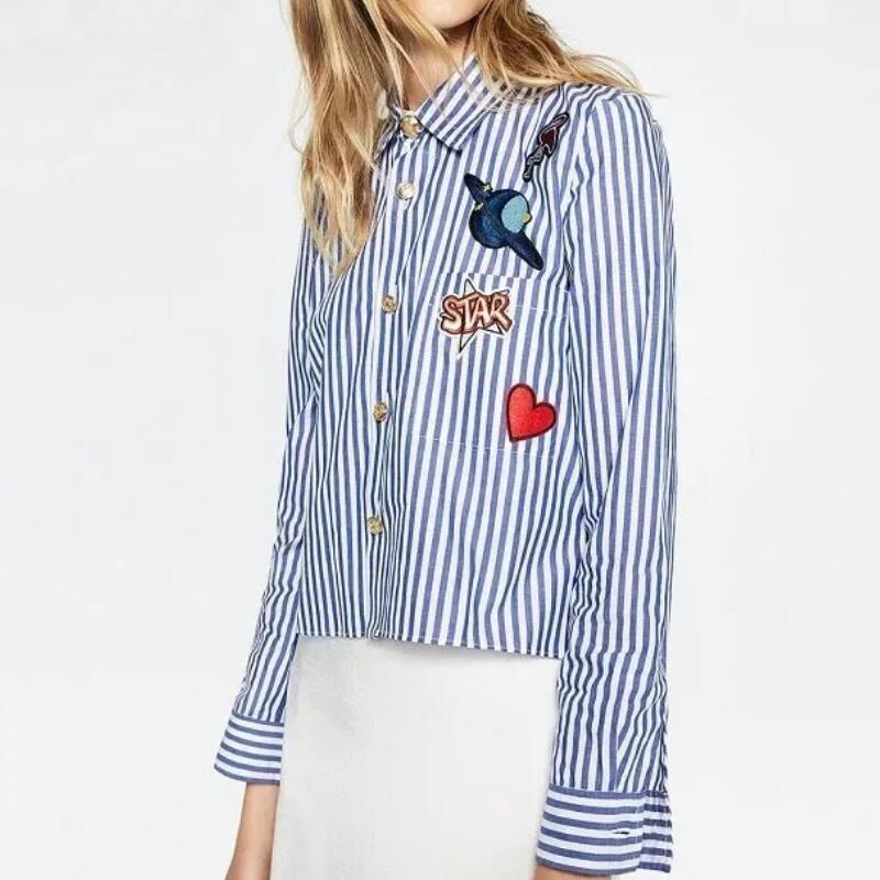 Рубашка в полоску с оригинальным офорлмением