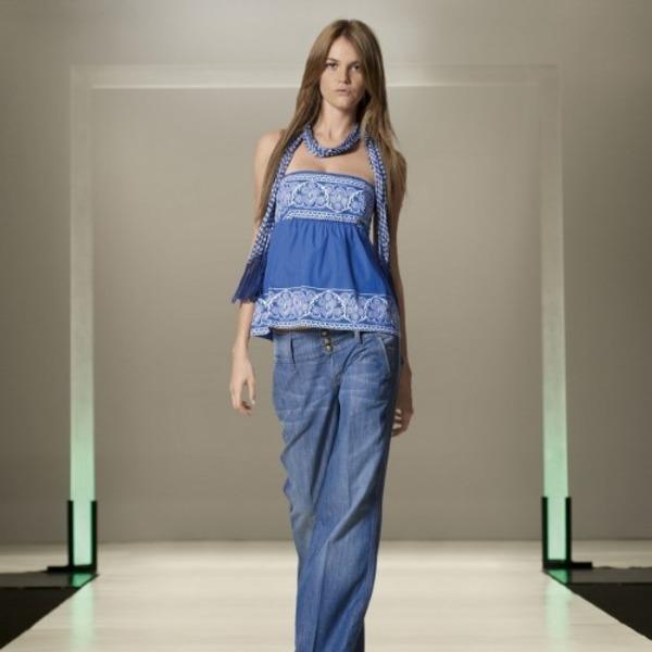Синий оттенок летней современной одежды